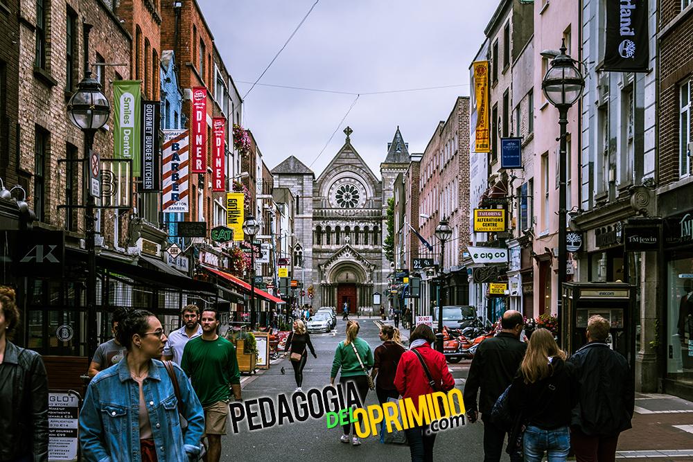 Calle de Dublín, una de las ciudades para estudiar un máster en Irlanda